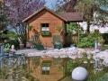 Wasser im Garten, Biotop, Blick zum Gartenhaus