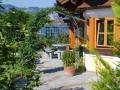 Zugang zum Haus, Rosenbogen, Pflasterfläche aus Granitwürfel