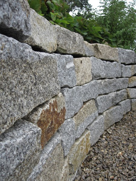 Detail Trockenmauer aus Stainer Gneis