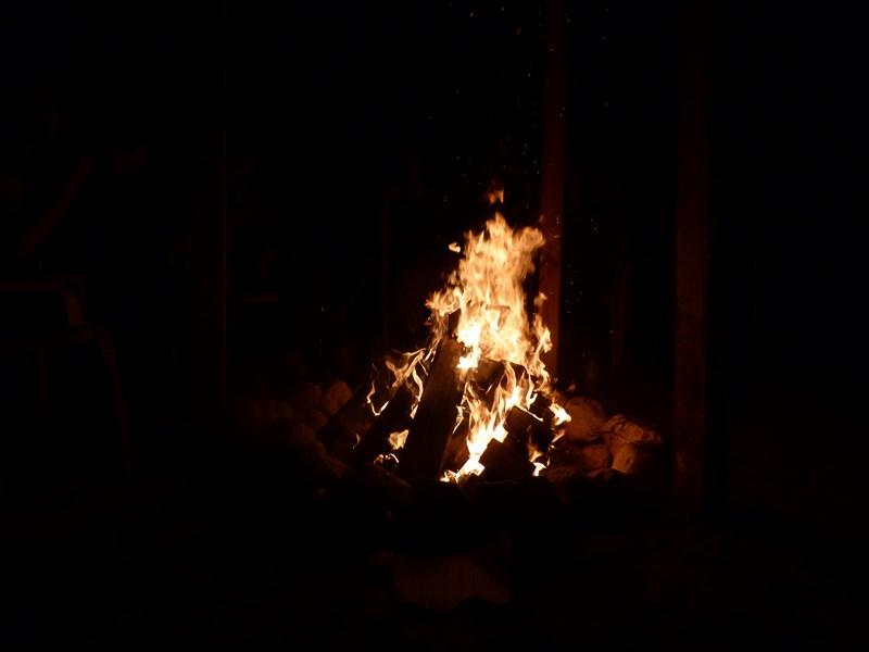 Lagerfeuer bei Einweihungsfeier
