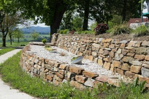 Trockenmauer aus Stainzer Gneis