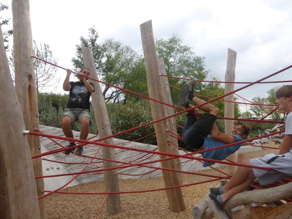 Kletterkünste am Spielplatz